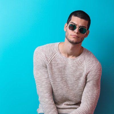 man-wearing-sunglasses-PRMTA5A